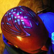 UV Blacklight tatuering på huvudet