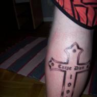 Min första tatuering :) kors med året jag föddes och texten