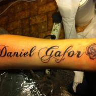 14 år och tatuerade mitt namn och ros