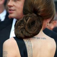 Angelina Jolie nack och skuldra