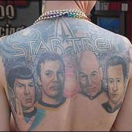 Star Trek tatuering på ryggen