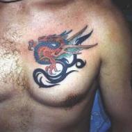 Asiatisk drake på bröstet