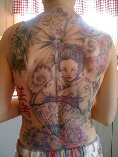 Fin ryggtavla med geisha title=