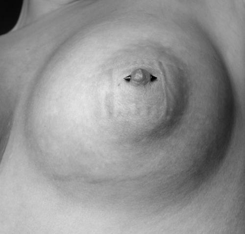 Bröstvårtspiercing title=