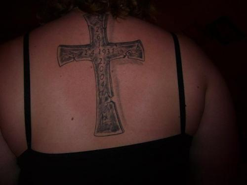 Minnes tatuering kors... title=